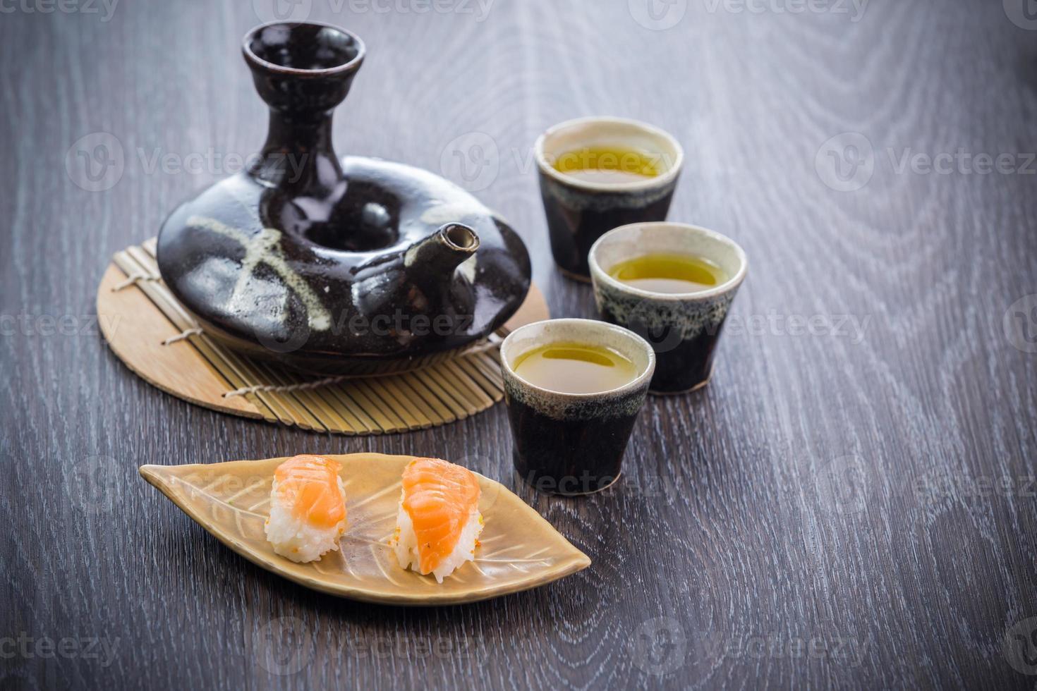 Teeservice und Sushi foto