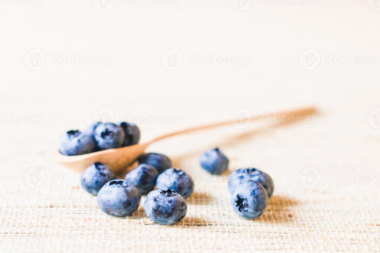 frische süße Heidelbeerfrucht. geringe Schärfentiefe foto