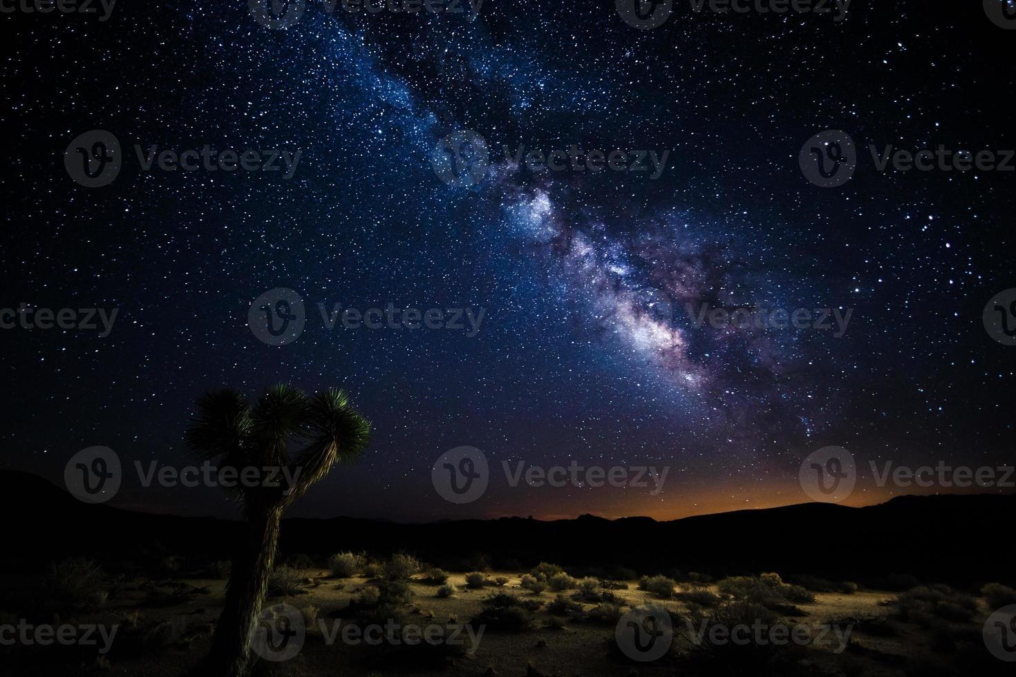 Death Valley Silhouette unter der Milchstraße foto