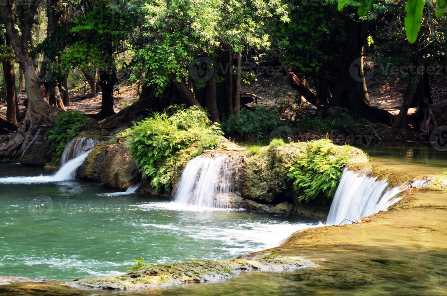 num tok chet sao noi wasserfall nationalpark in saraburi foto