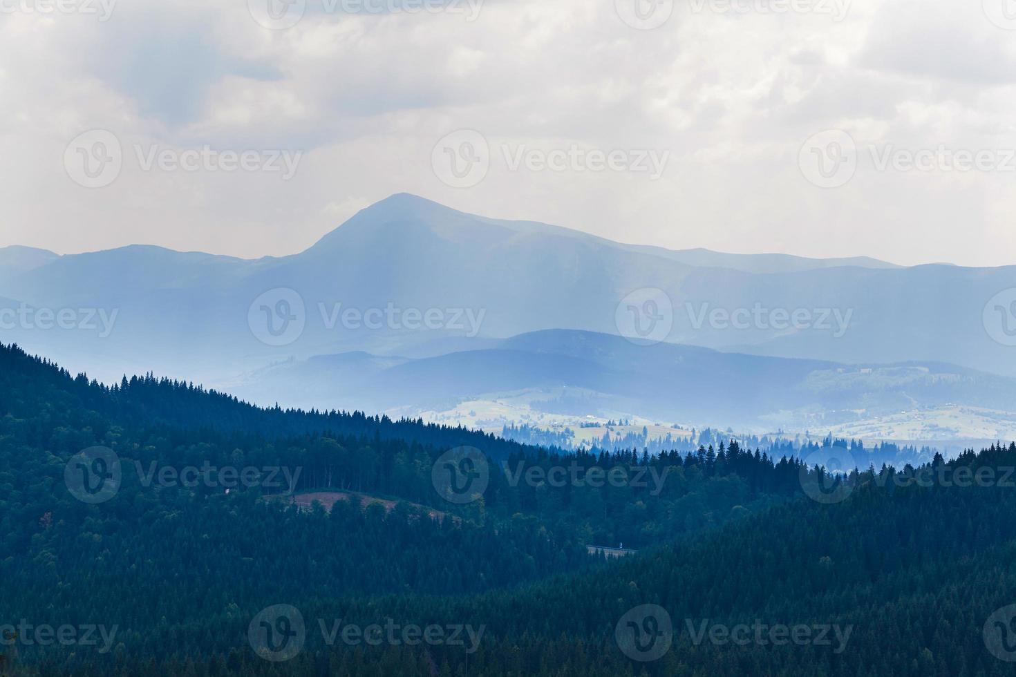 montenegrinischer Kamm in Karpaten foto