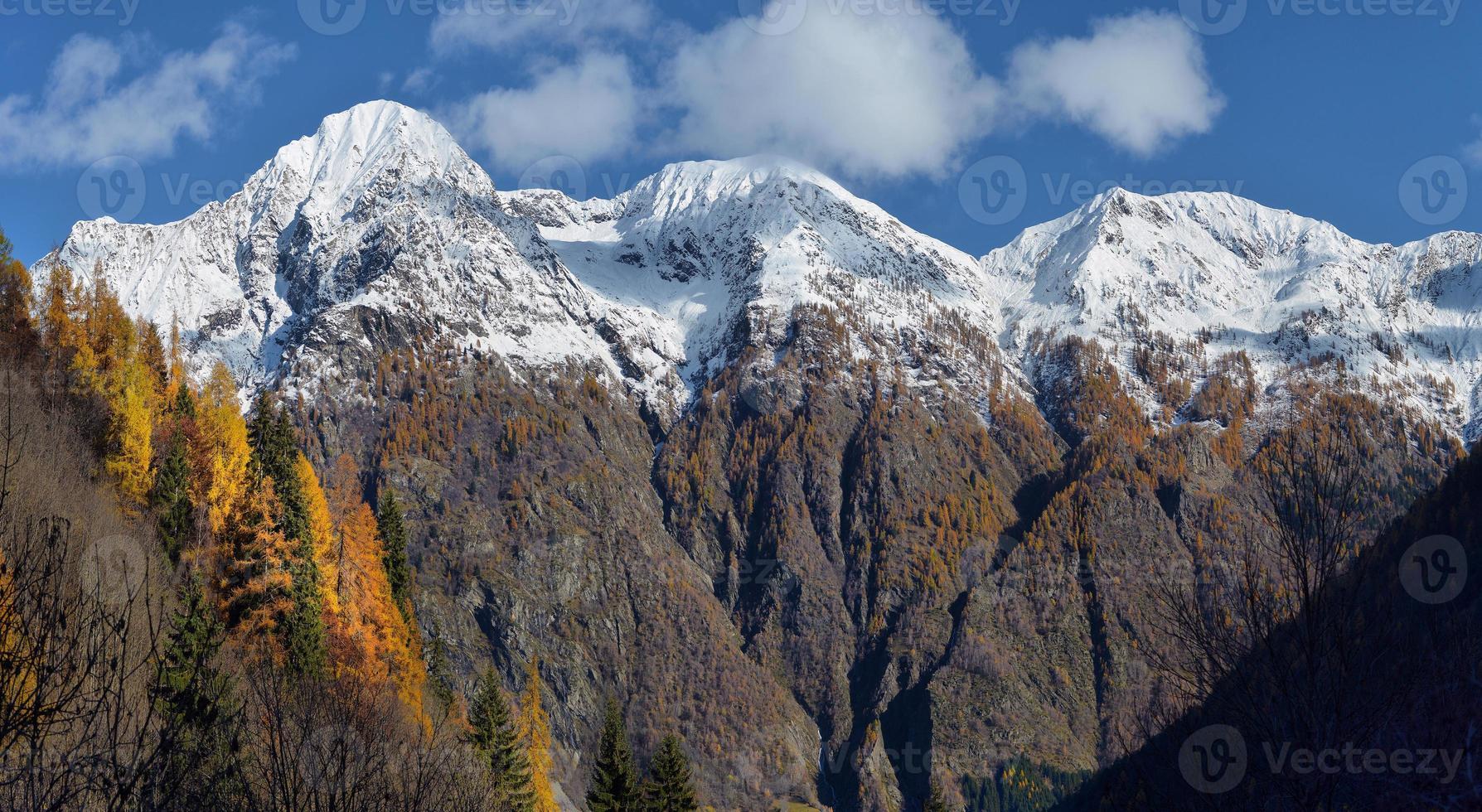 Herbstlandschaft in den Alpen foto