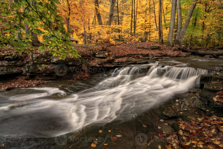 Wasserfall im Herbst foto