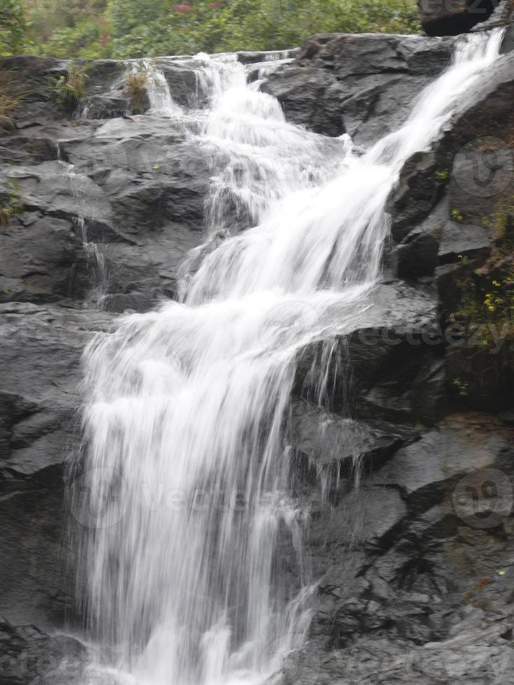 Wasserfall während des Monsuns foto