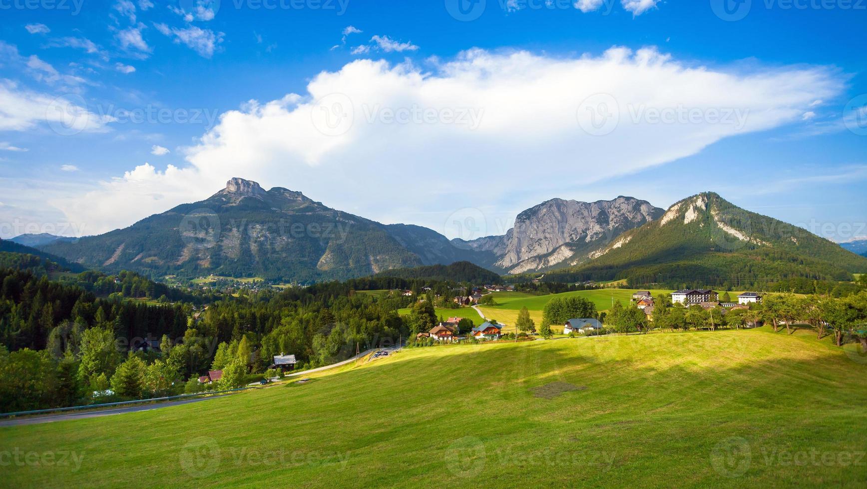 schöne aussicht auf die österreichischen alpen foto