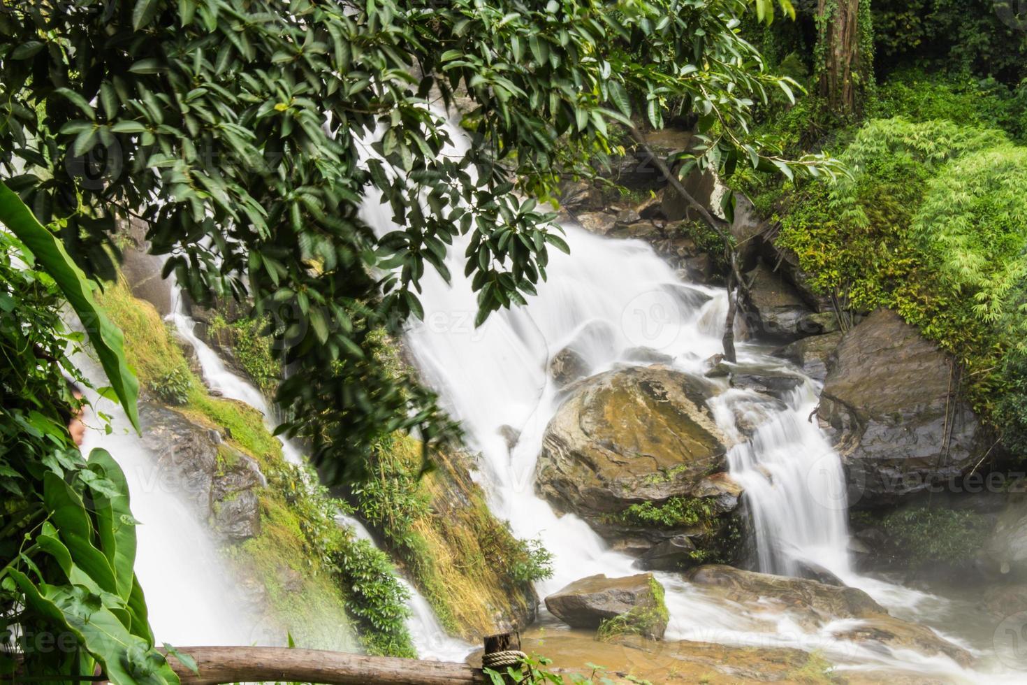 Wachirathan Wasserfälle, Inthanon Chiangmai Thailand foto