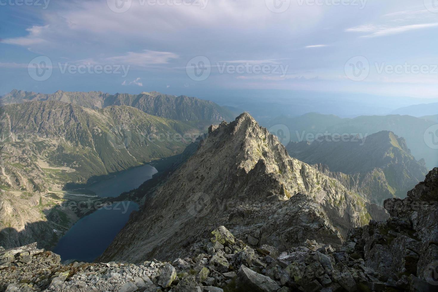 der Blick von oben in die Tatra Berge foto