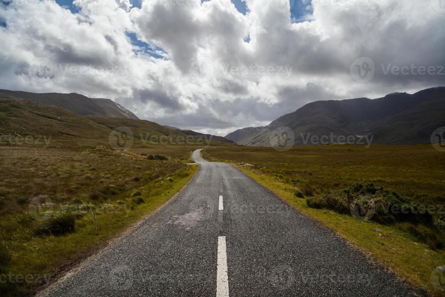Berg leere Straße foto