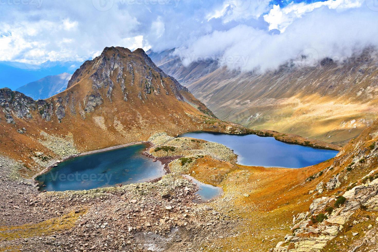 Blick vom Pass auf die beiden Seen foto