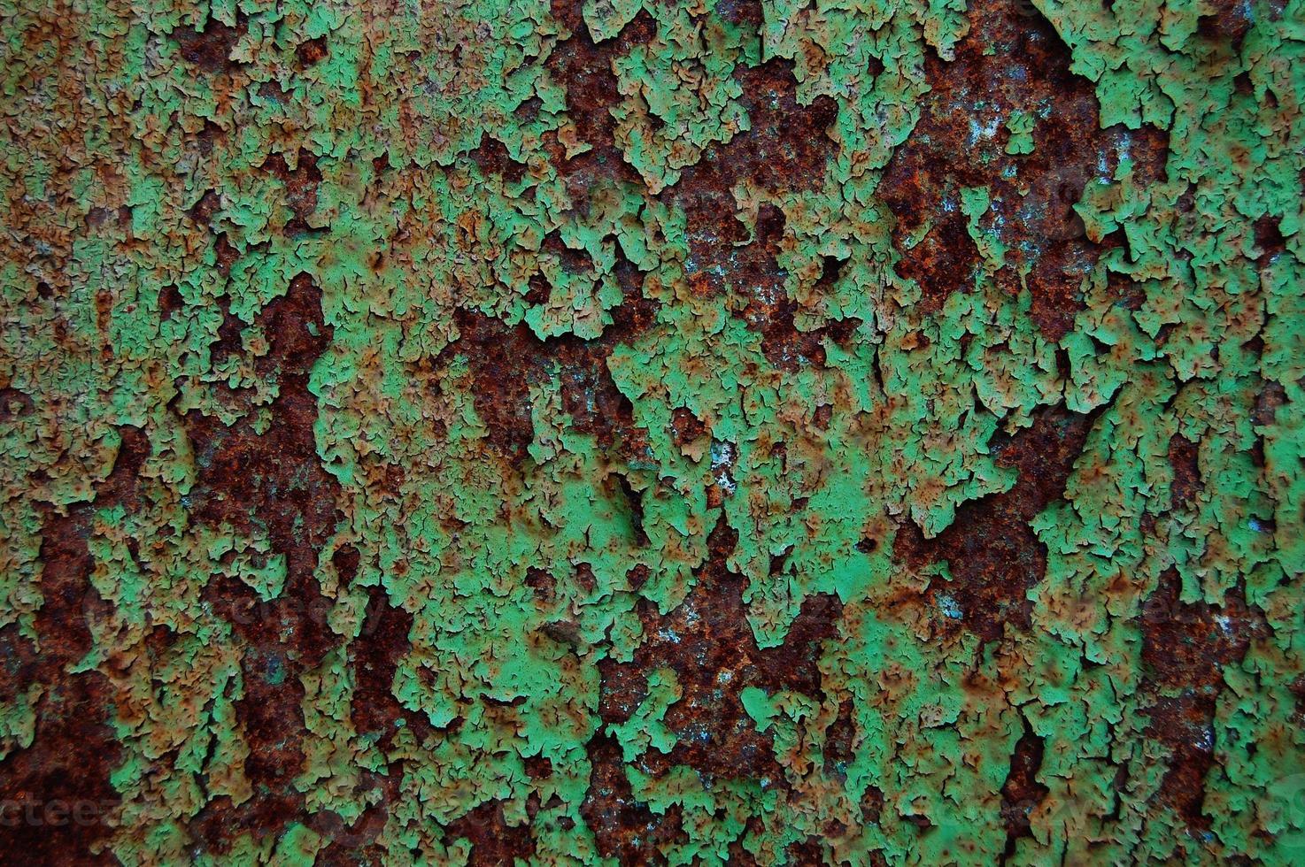 rissige Farbe auf rostiger Eisenhintergrundbeschaffenheit foto