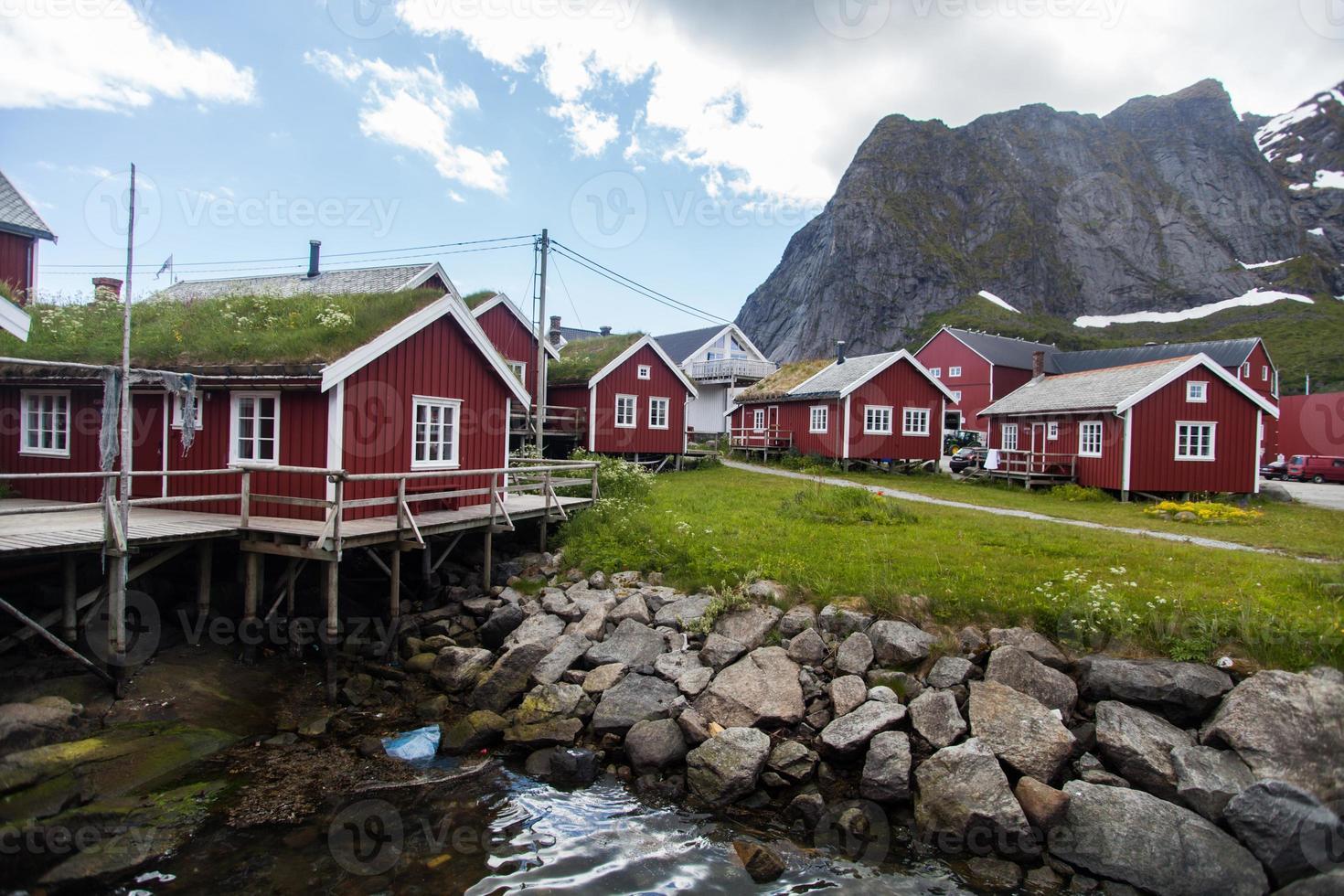 traditionelle häuser auf den lofoten, norwegen foto