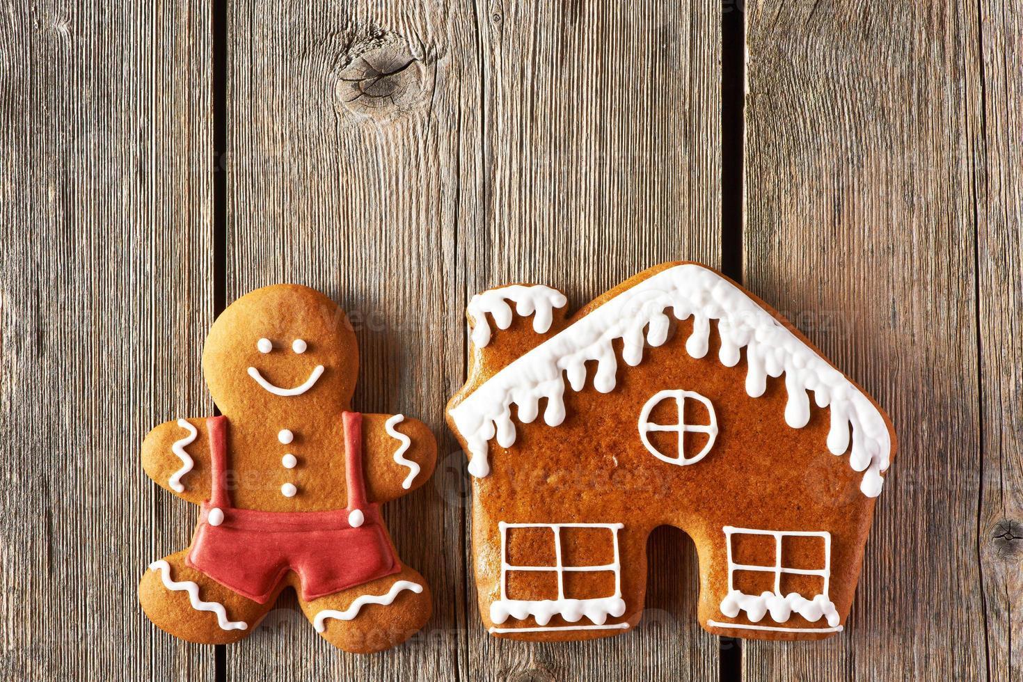 Weihnachts-Lebkuchenmann und Hauskekse foto