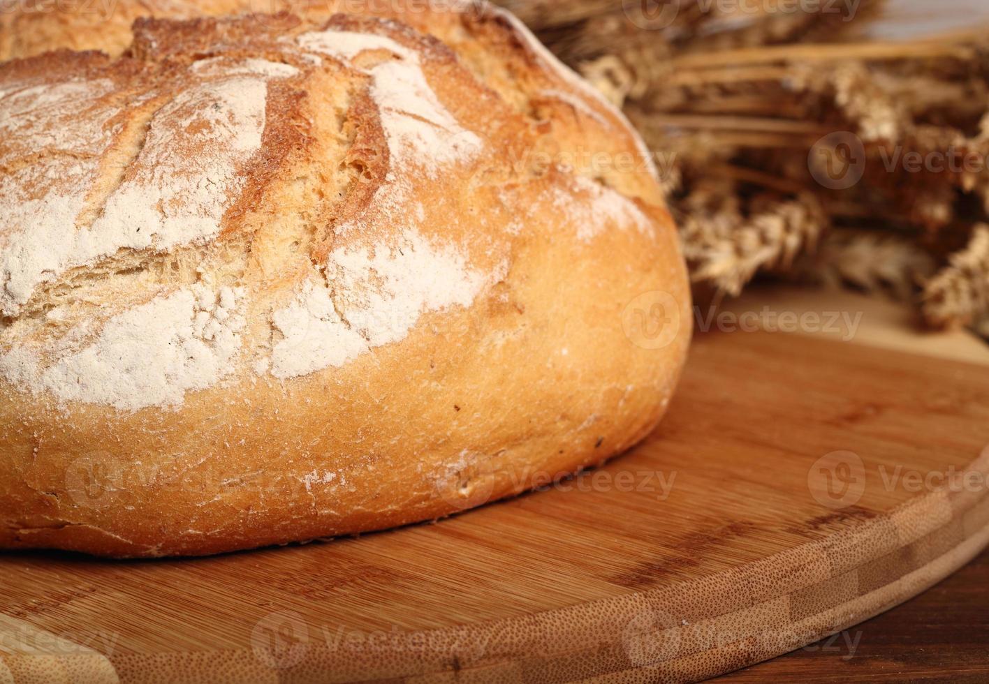 Brot und Weizenähren foto