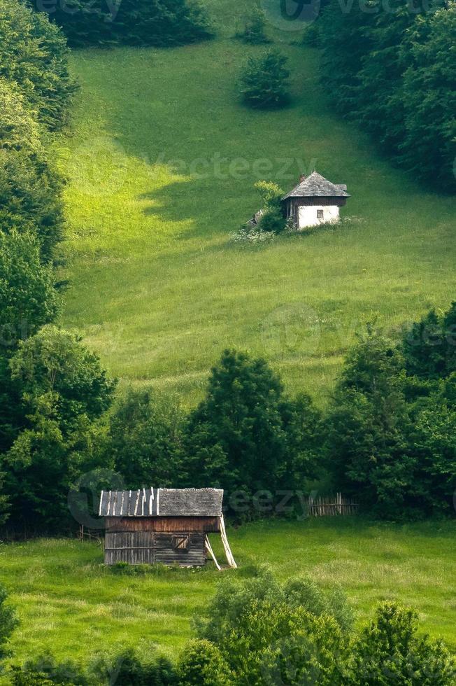 kleines Haus auf einem Hügel foto
