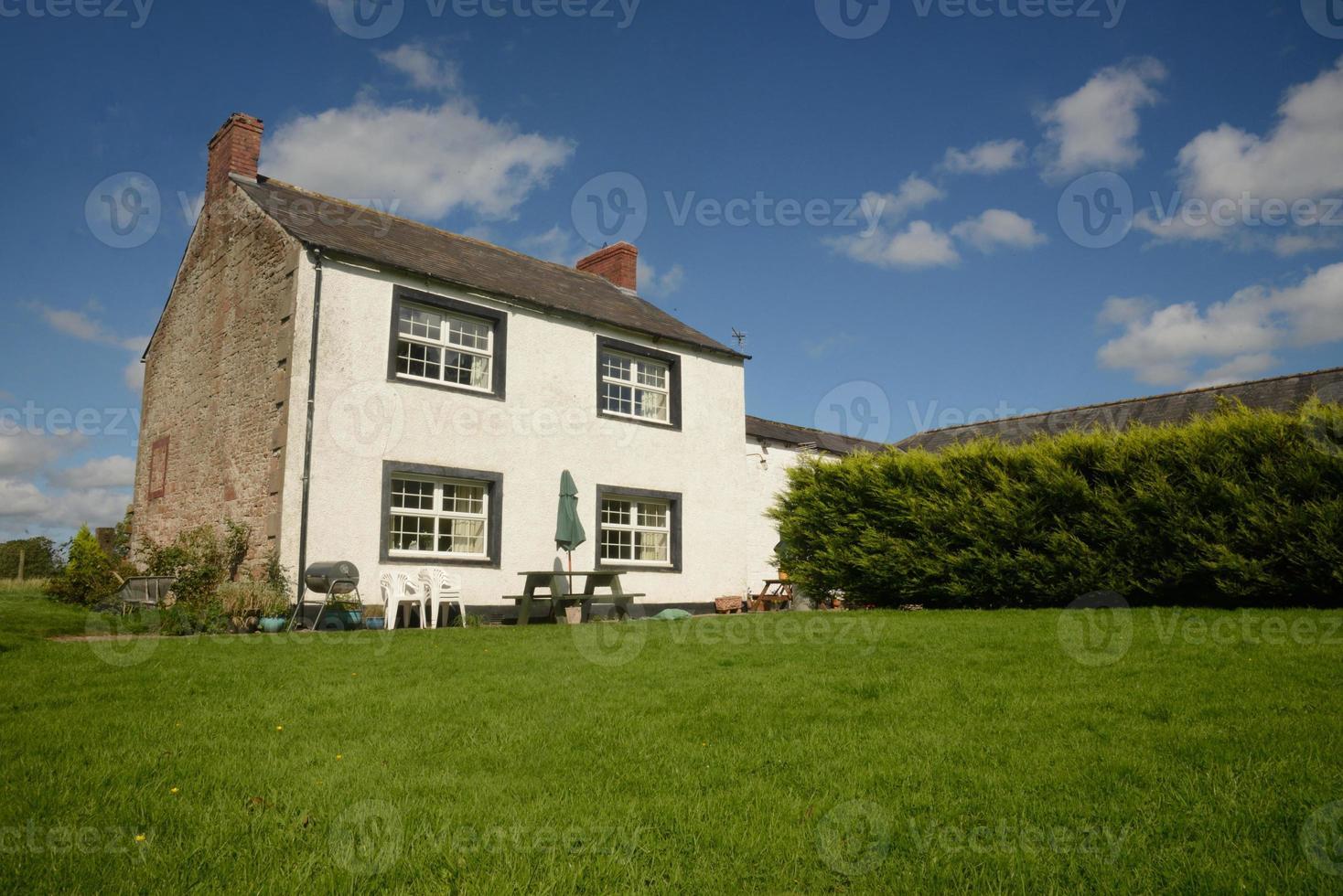 Bauernhaus mit Rasen foto