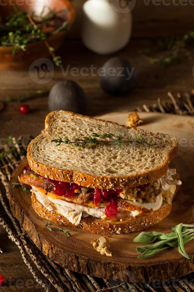 hausgemachtes übrig gebliebenes Thanksgiving-Sandwich foto