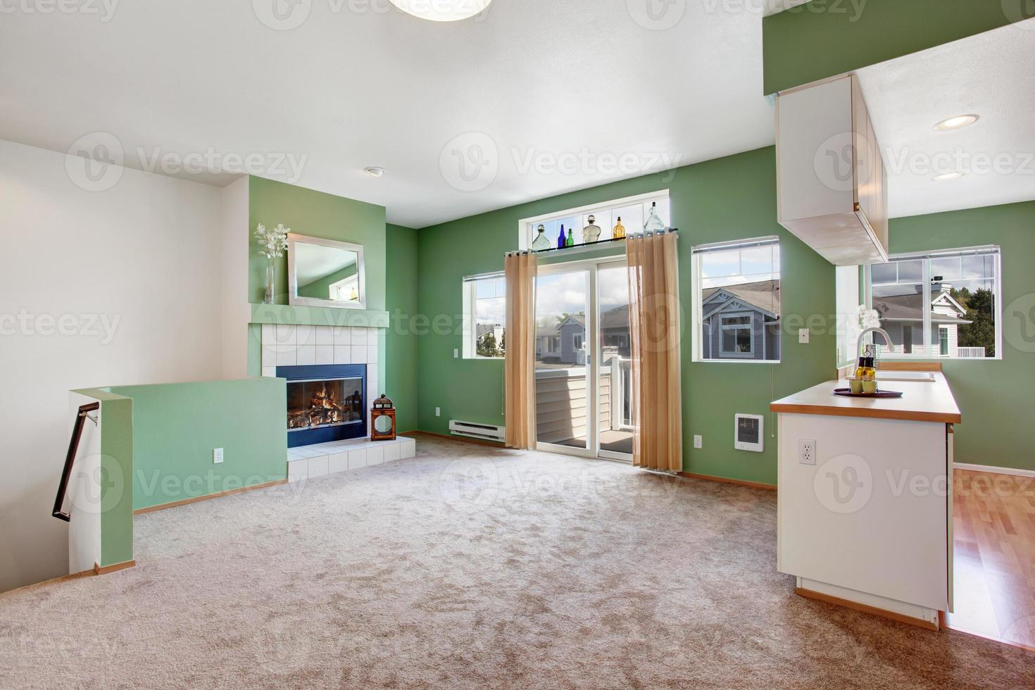 Haus Interieur. leeres Wohnzimmer mit Kamin foto