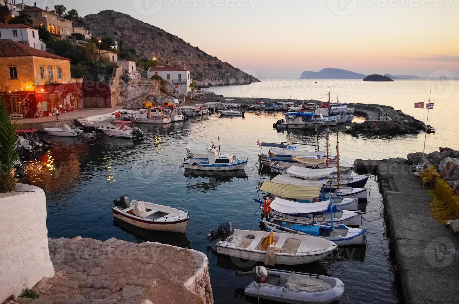 Hafen von Hydra, Griechenland bei Sonnenuntergang foto