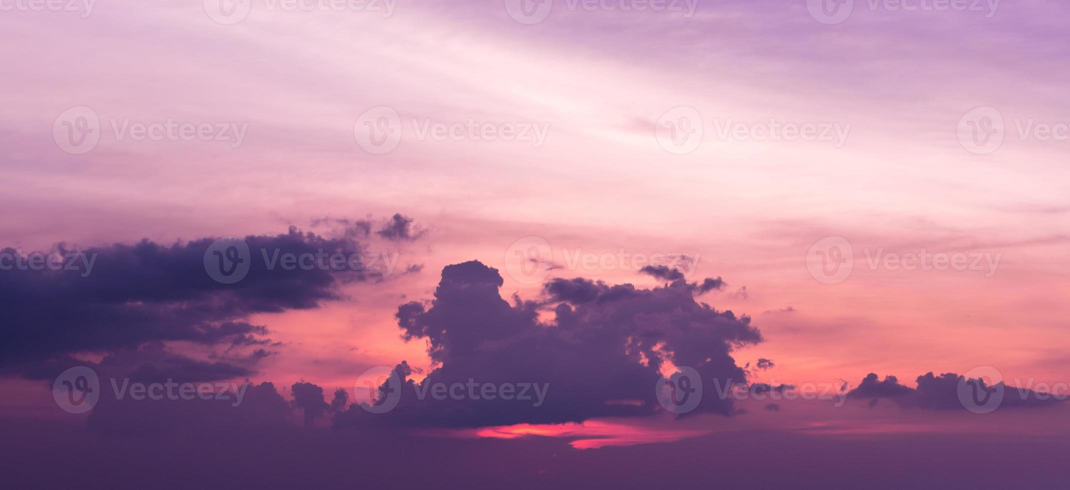 Wolken am Himmel - Sonnenuntergang foto