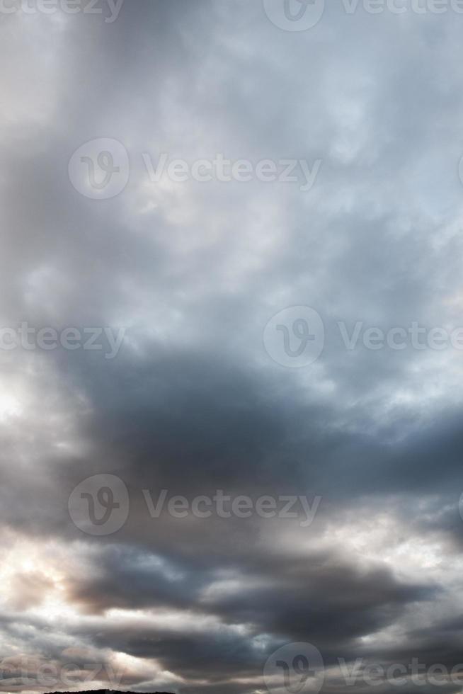 bewölkter Himmel nach Regen foto