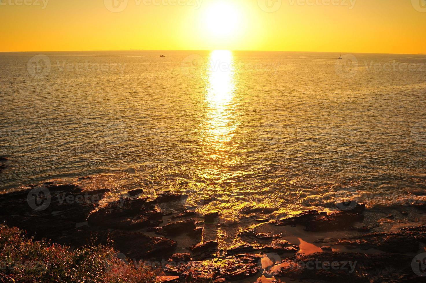 schöner Strand bei Sonnenuntergang Hintergründen foto