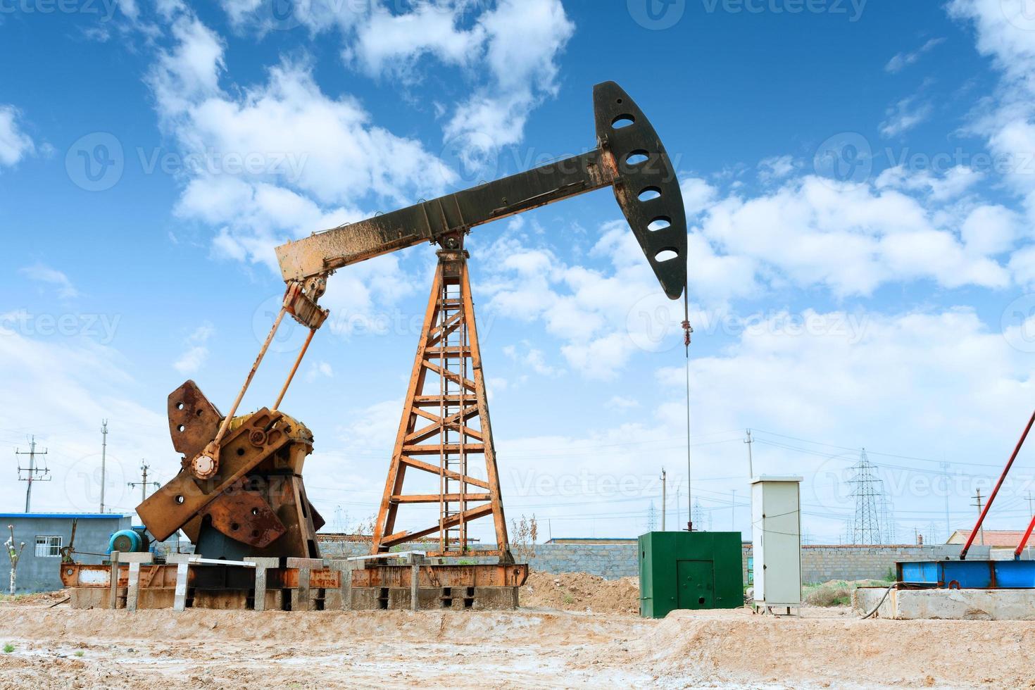 Ölfeld und blauer Himmel foto