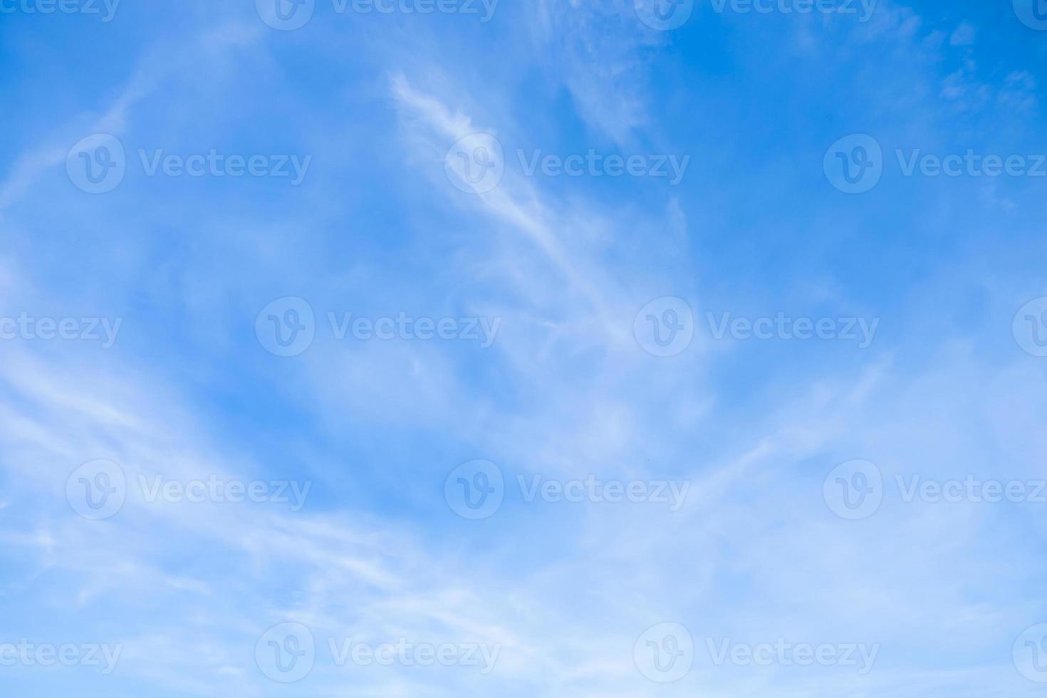 blauer Himmel mit Wolken Nahaufnahme foto