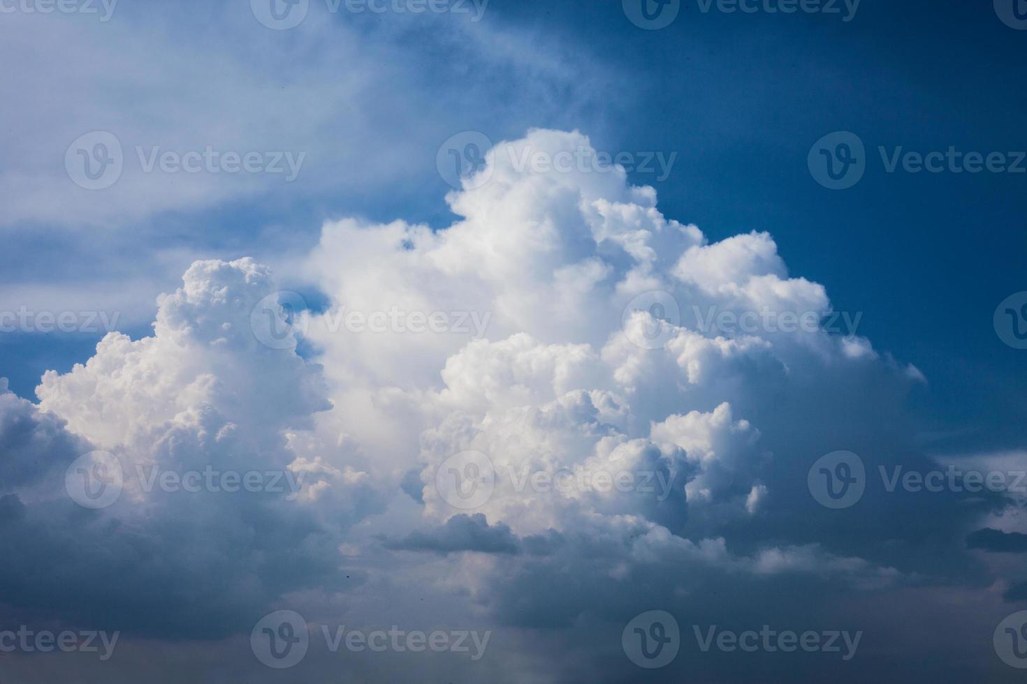 König der Wolken am Himmel foto