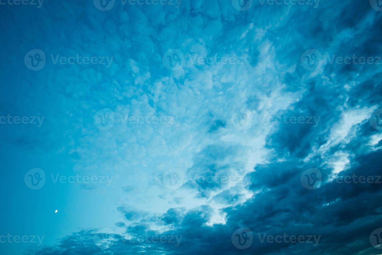 blauer Himmel Wolkenhintergrund foto