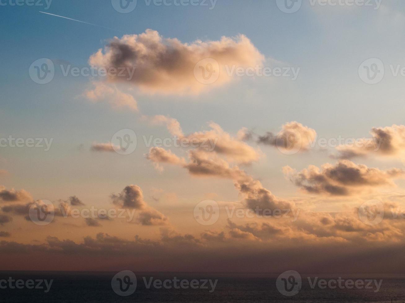 Wolken bei Sonnenuntergang foto