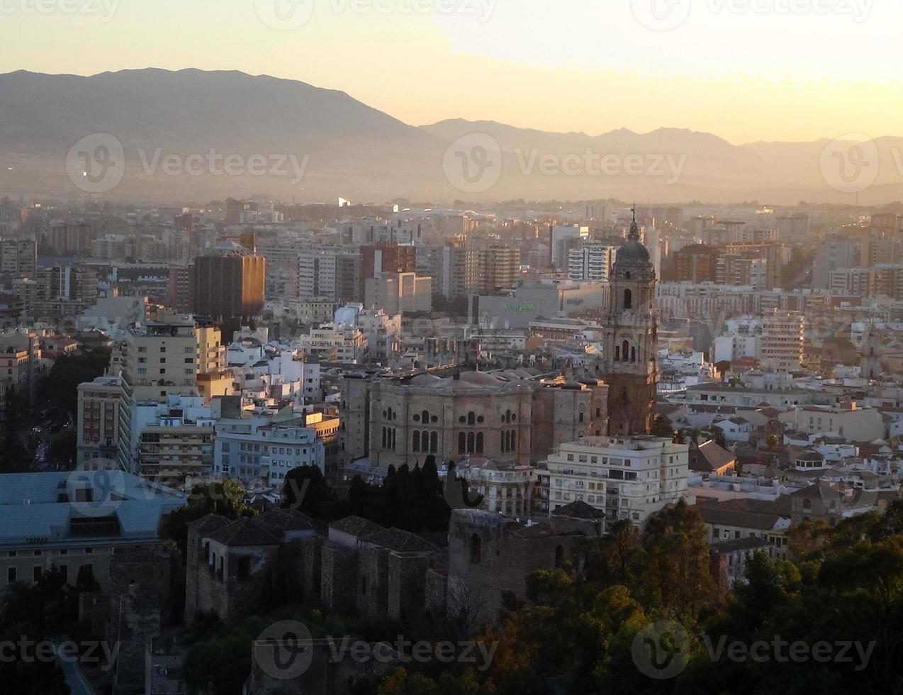 Kathedrale von Málaga in der Stadtübersicht foto