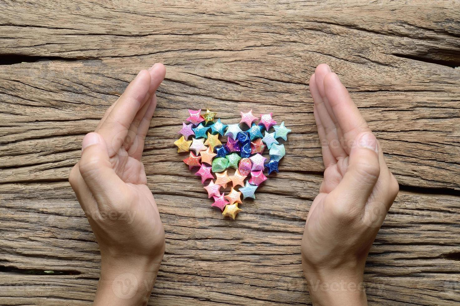 Hand mit Herz, Liebeshintergrund foto