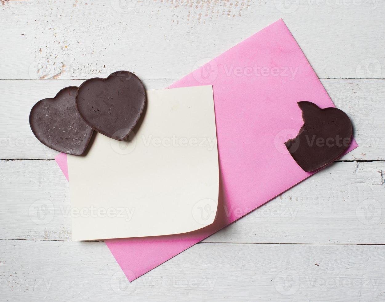 Schokoladenherz mit Briefpapier foto