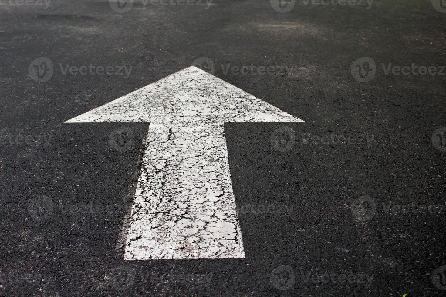 Pfeil auf der Straße foto
