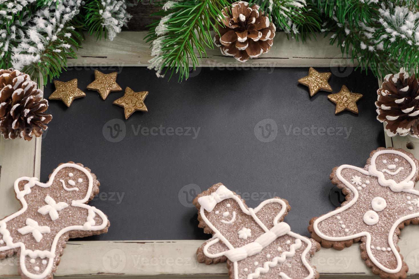 Weihnachtskonzept. Tafel für Text und Lebkuchenmann foto