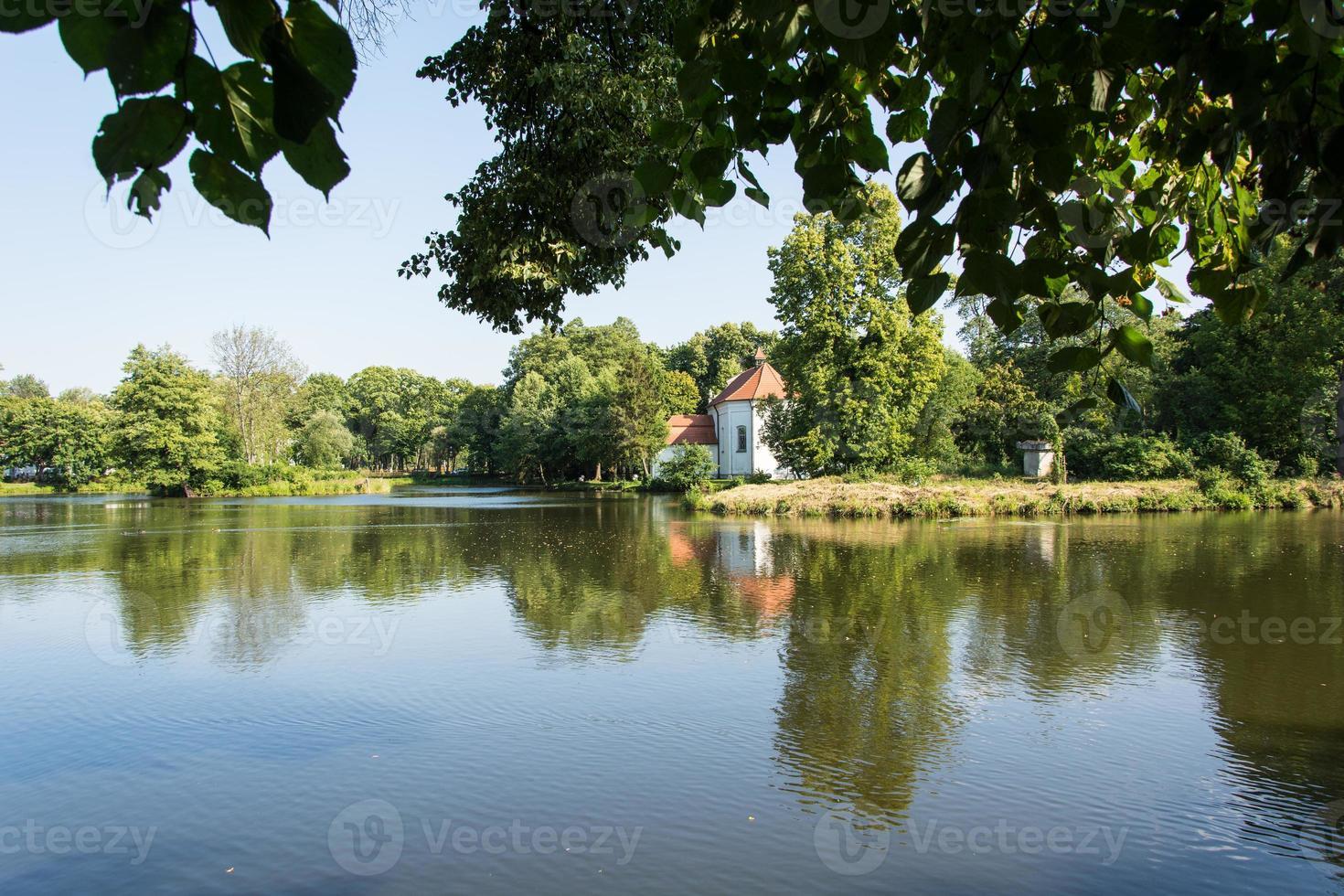 Kirche auf dem Wasser foto