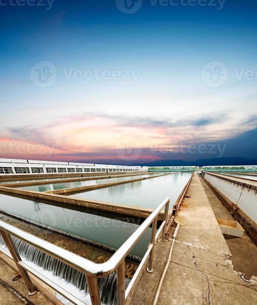 Wasserreinigungsanlage im Freien foto
