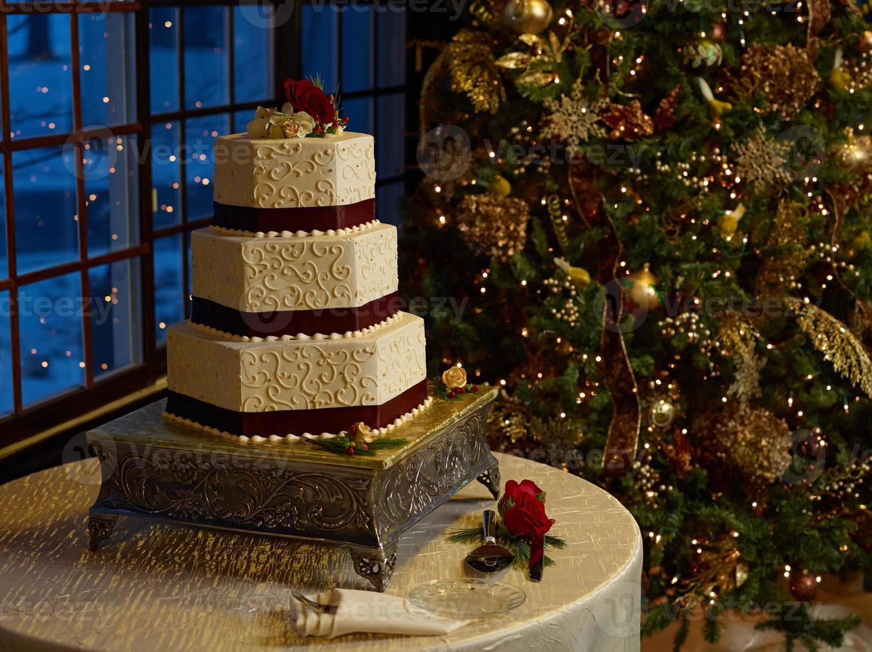 Hochzeitstorte mit Weihnachtsbaum foto