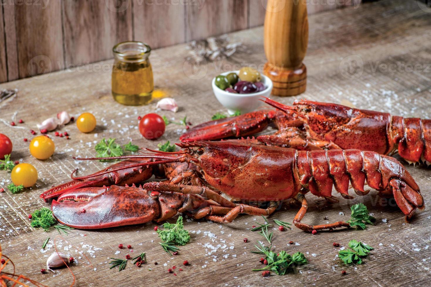 Hummer mit Meeresfrüchten. frische schöne große Seehummer. köstlich foto