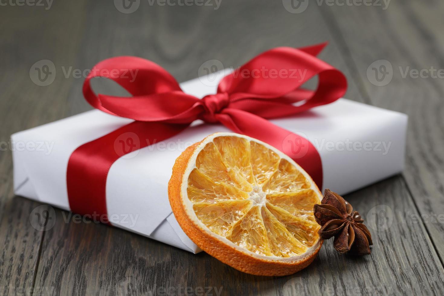 weiße Geschenkbox für Weihnachten foto