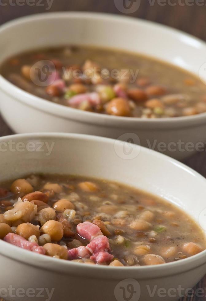 Borlottibohne und Dinkel-Suppe. foto
