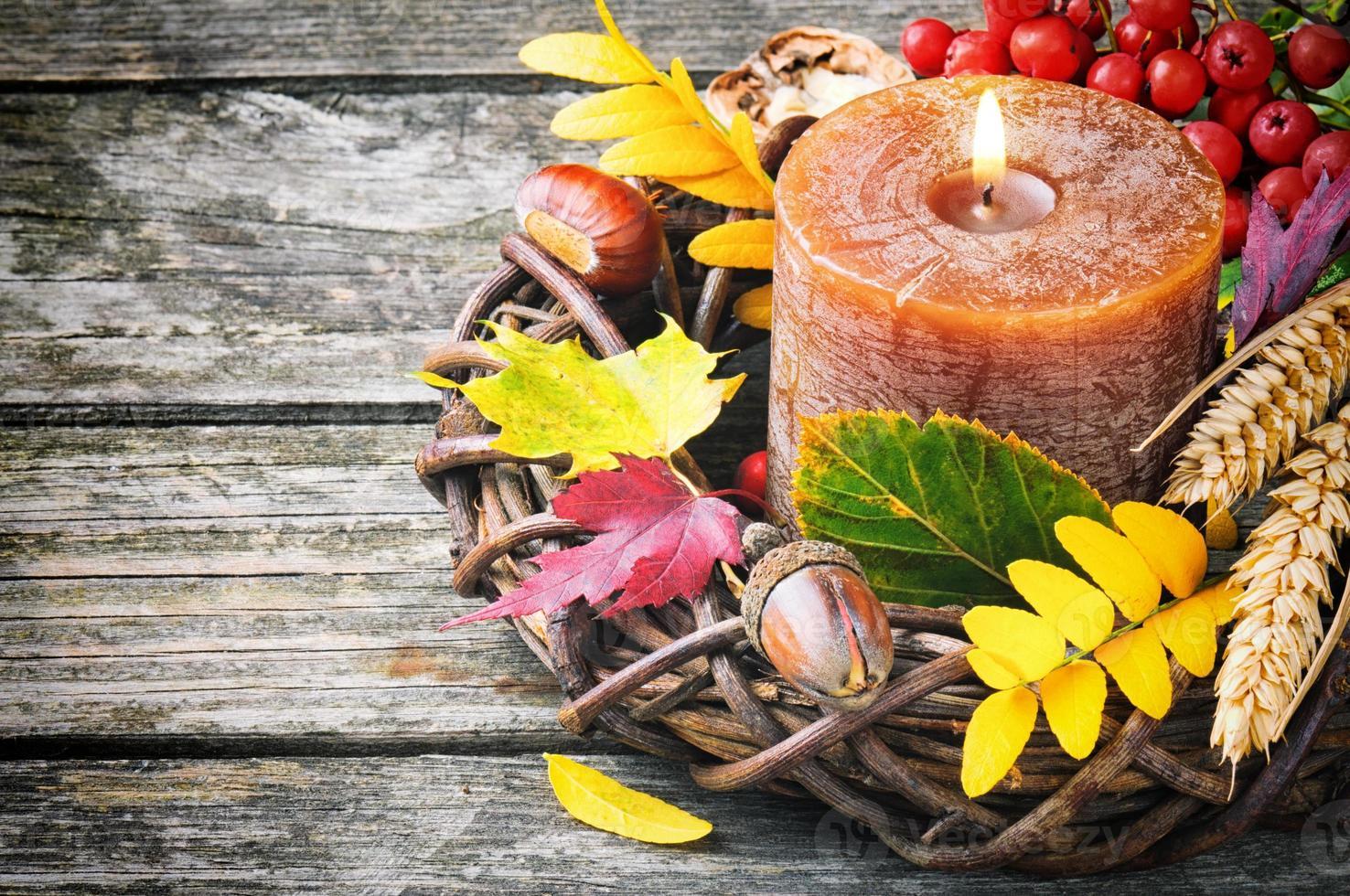 Herbstkranz mit Kerze foto