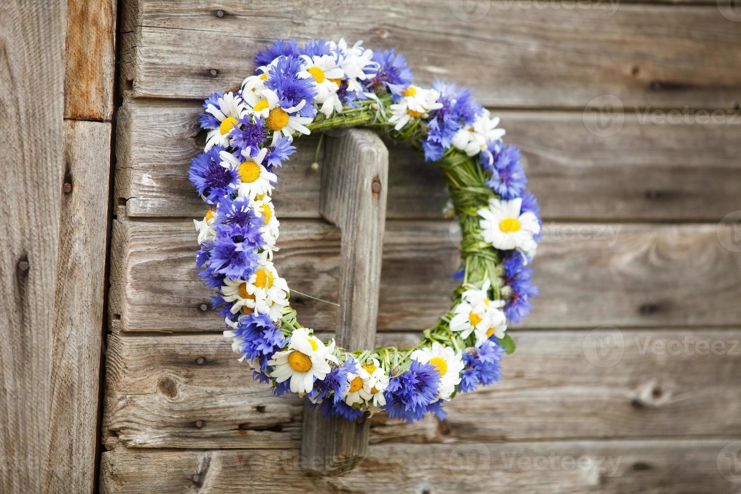 Rosenkranz aus blauen Kornblumen foto