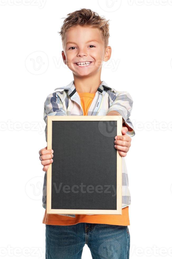 Junge mit kleiner Tafel foto