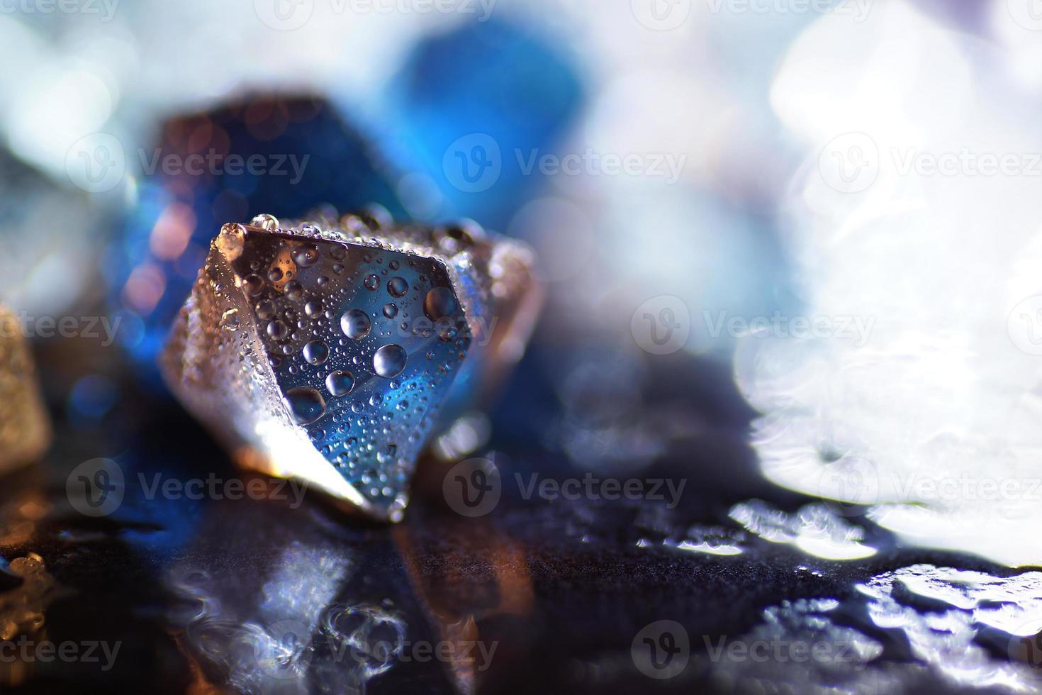 Makro des transparenten künstlichen Eiswürfels foto