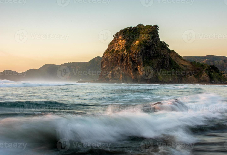 Wellenbruch bei Piha foto