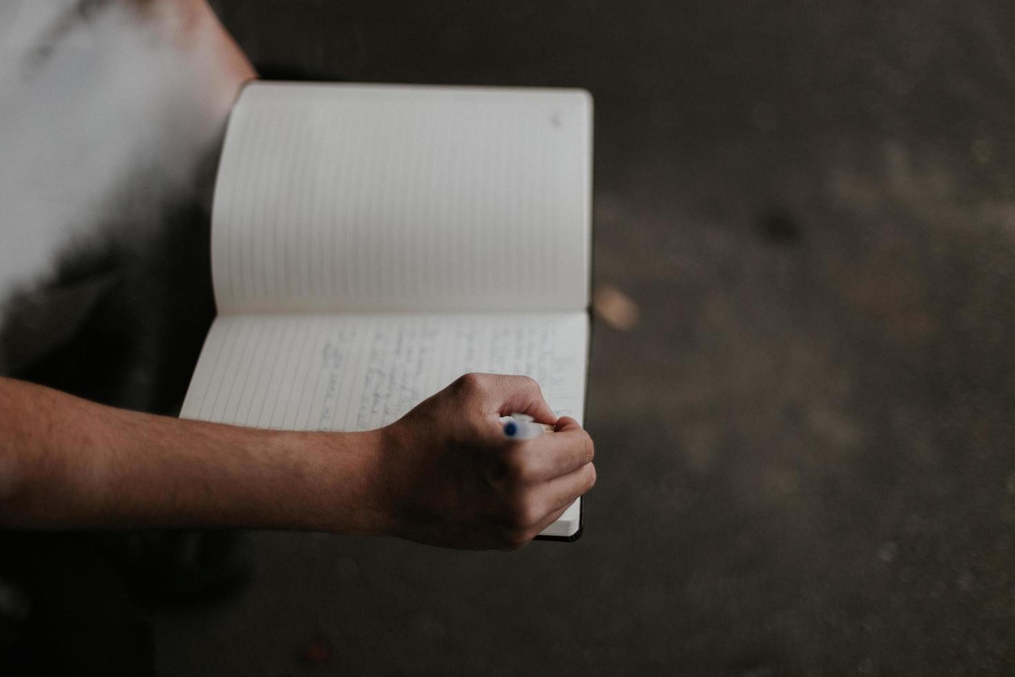 Personenjournal in einem Notizbuch foto