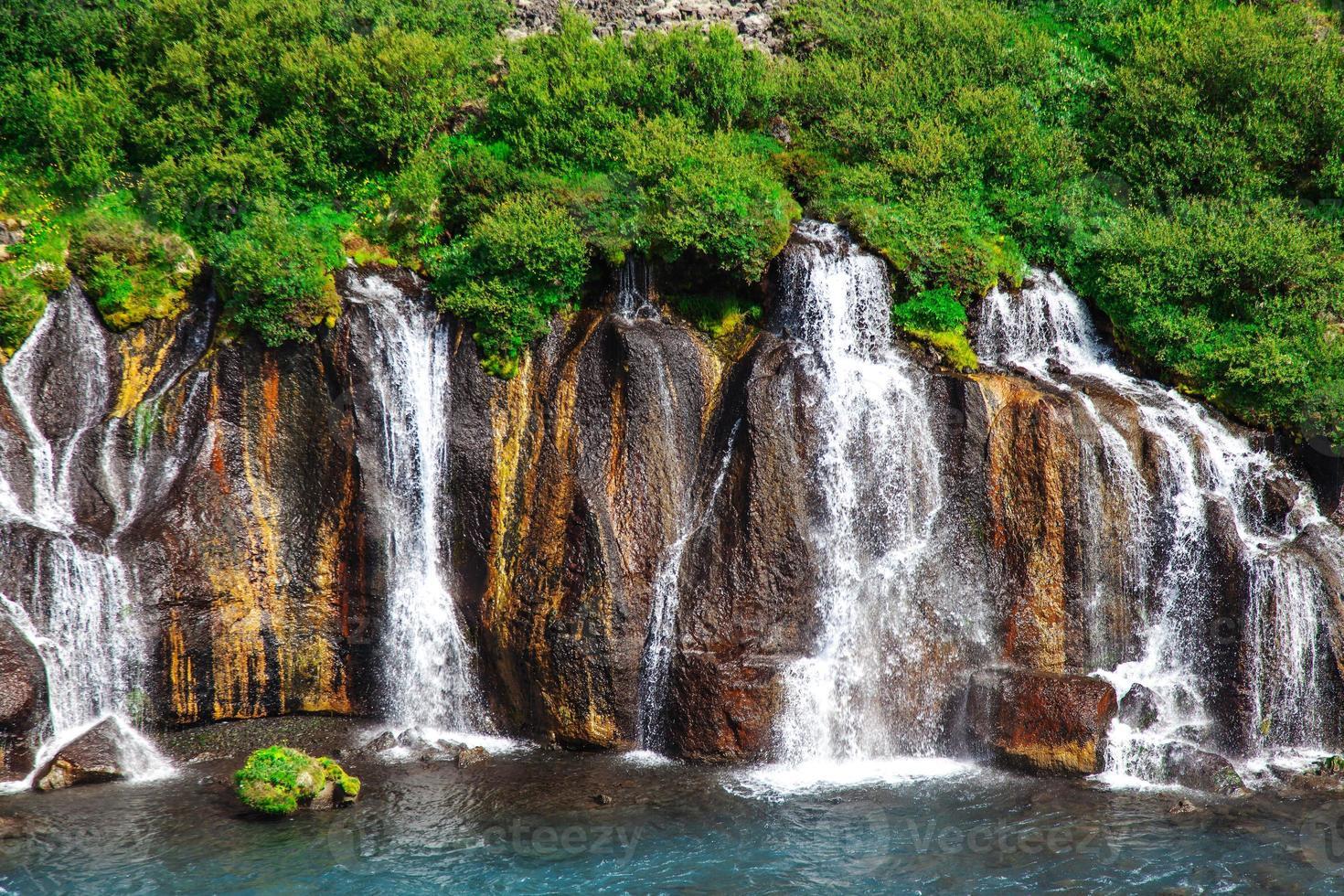 Island, Hraunfossar Wasserfälle an einem schönen sonnigen Sommertag foto