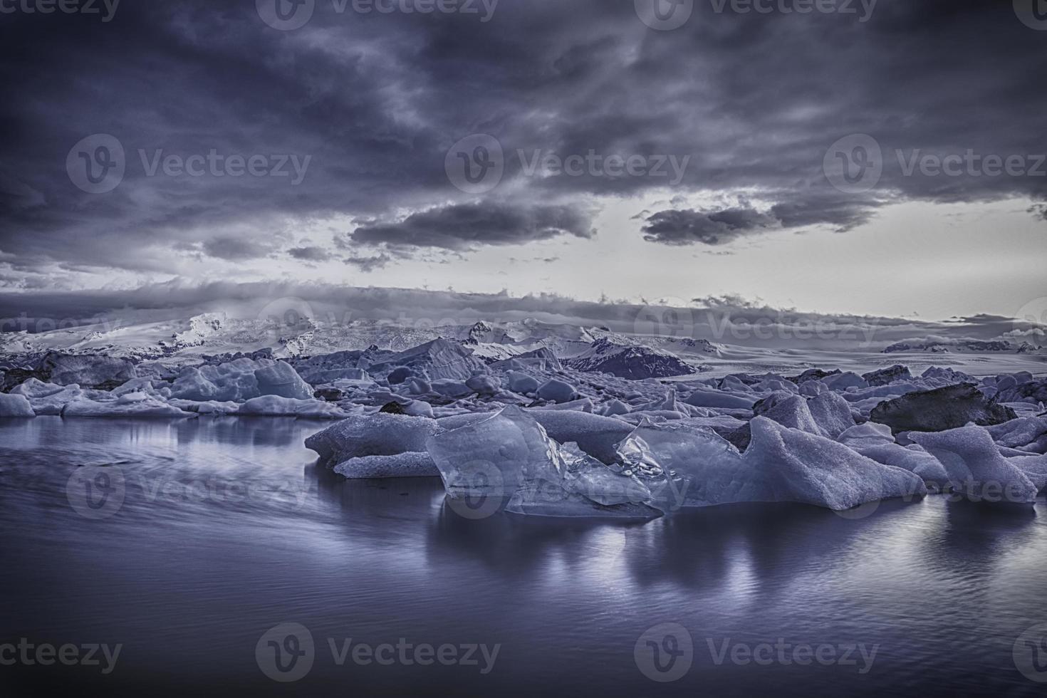 Gletschersee - Island - die blaue Stunde foto