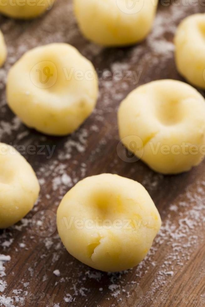 traditionelle polnische schlesische Nudeln vor dem Kochen foto